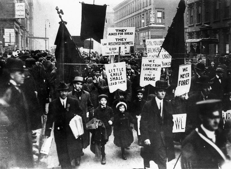 Marchers from Lawrence, MA in 1912