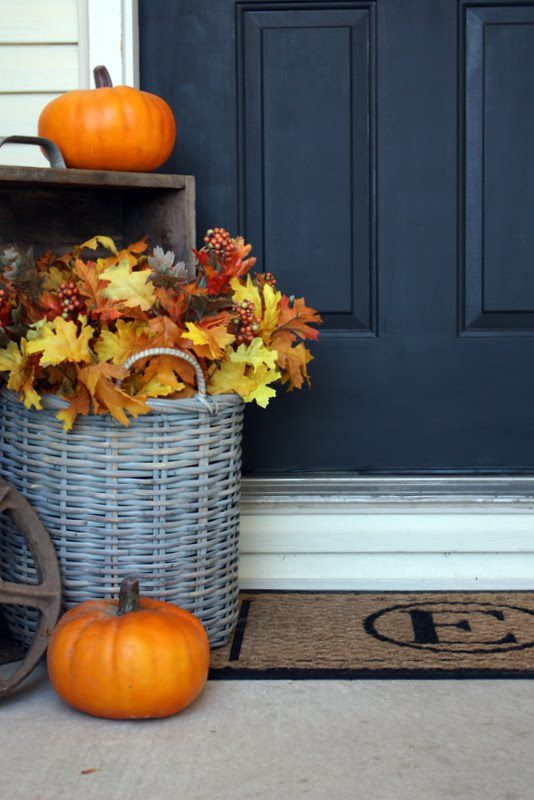 15 cheap and cute fall front porch decorating ideas. Black Bedroom Furniture Sets. Home Design Ideas