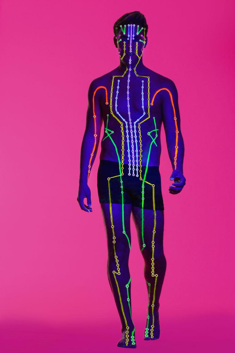Grafica de cuerpo humano con meridianos