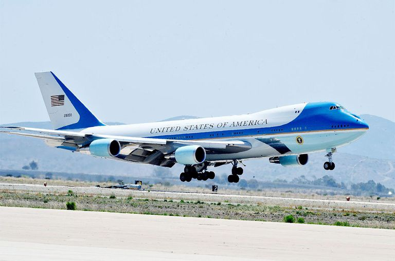 President Barack Obama arrives at MCAS Miramar aboard Air Force One on May 8, 2014 in San Diego, California.