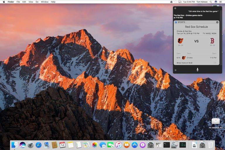 macOS Sierra with Siri inquiry for Red Sox game.