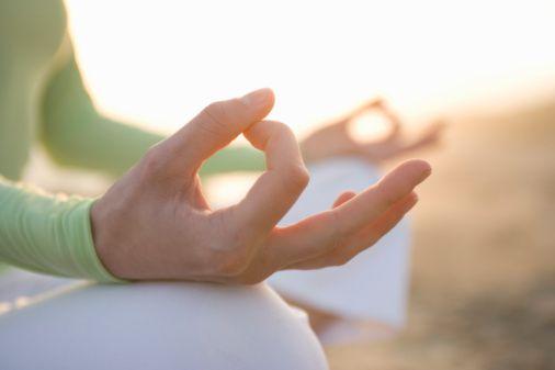 los mudras son gestos manuales o corporales