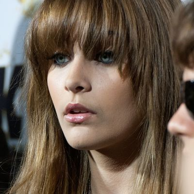 The best bangs for your face shape 20 ways to wear blunt bangs urmus Images