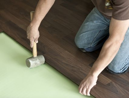How do laminate and hardwood flooring compare - Laminate flooring vs hardwood flooring ...