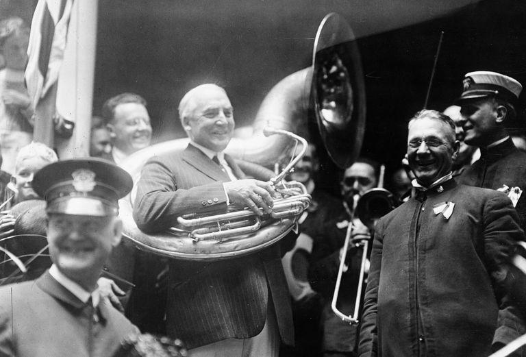 Warren Harding posing with musicians in 1920