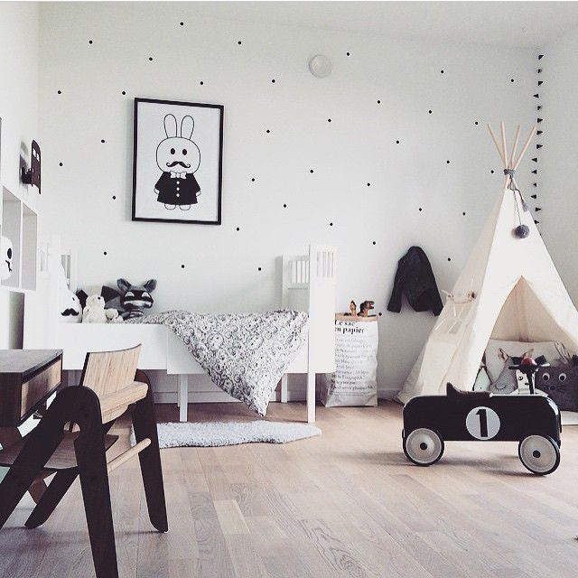 Nordic kid's room in black and white