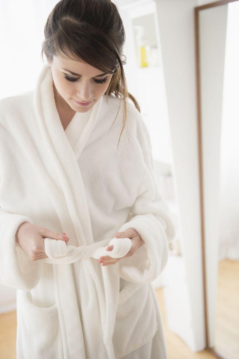 USA, New Jersey, Jersey City, Young woman wearing white bathrobe