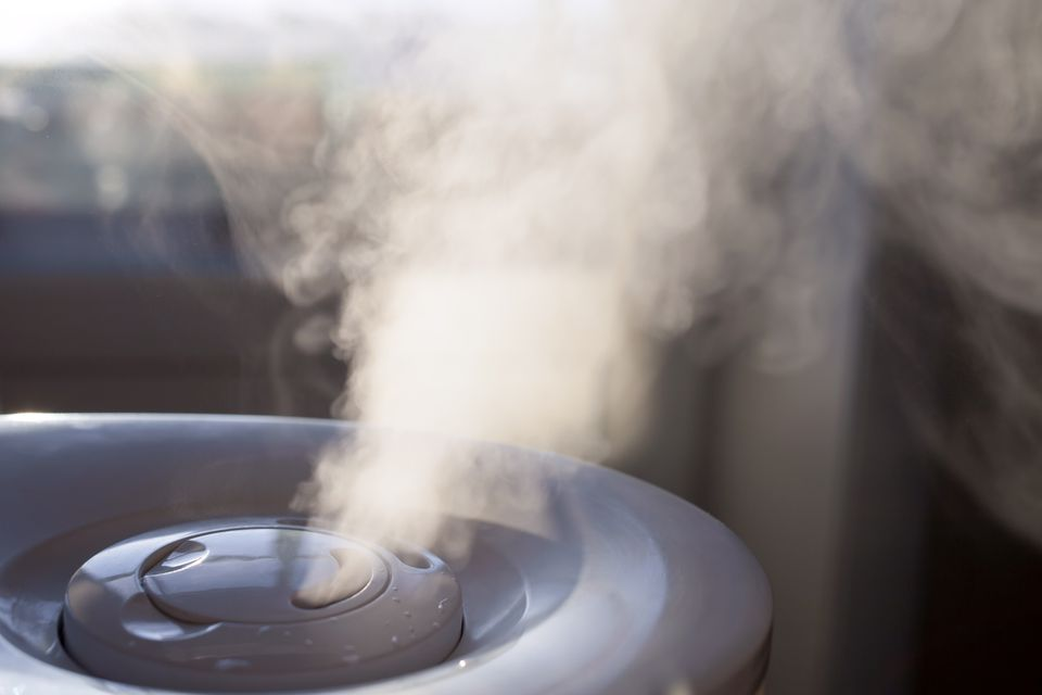 Humidifier spraying mist