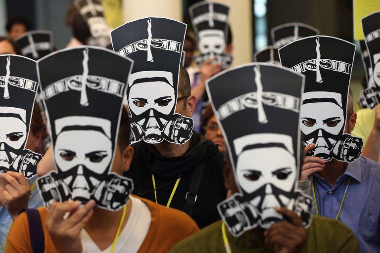 Protesta de Amnistía Internacional en Berlín por la agresiones a mujeres egipcias en plaza Tahir.