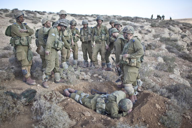 sraeli infantry soldiers during their basic training in the Negev Desert