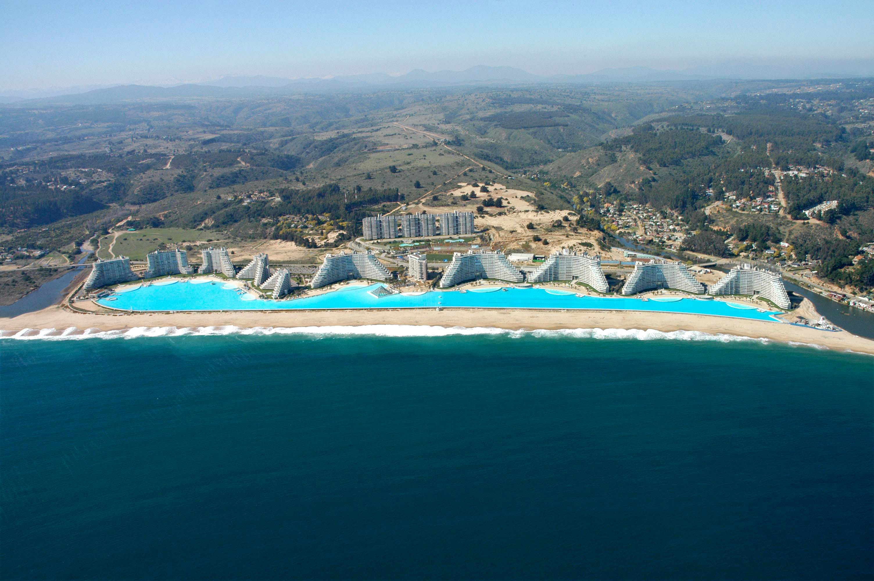 The biggest swimming pools in the world - How big is an average swimming pool ...