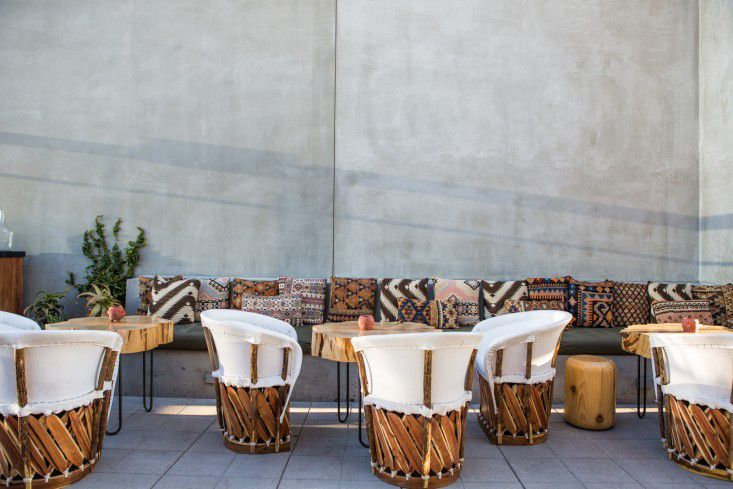 Tips for using mexican equipale chairs in your decor for Chair 9 hotel