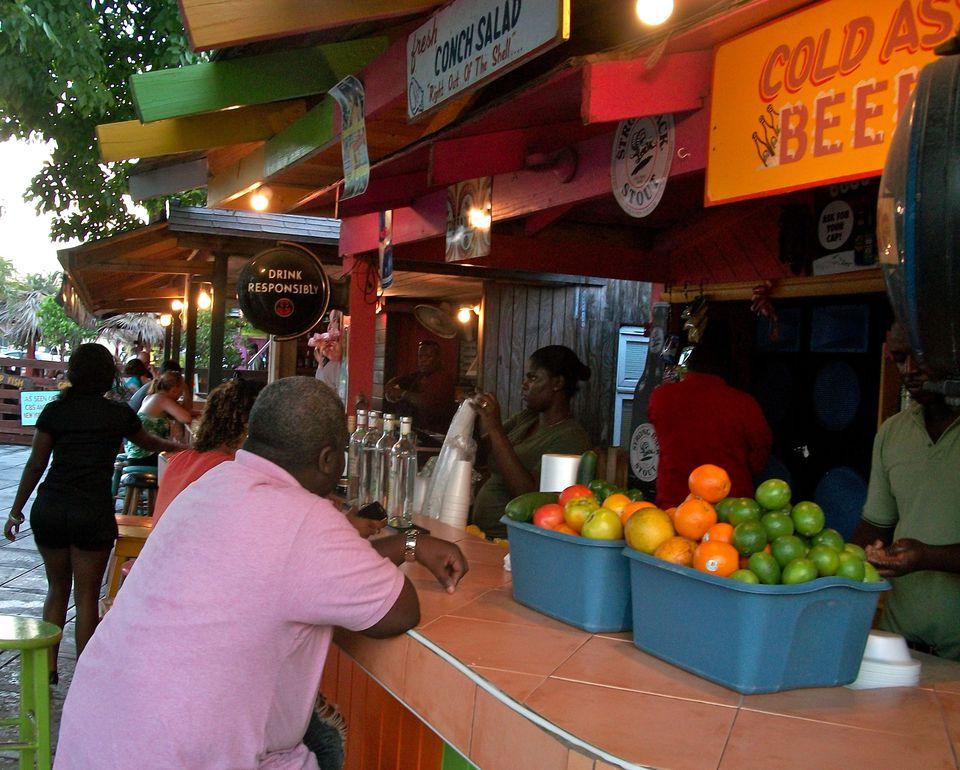 Arawak cay in nassau bahamas for Fish fry nassau