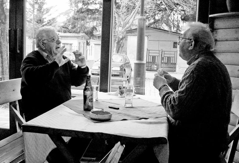 Picture of two men talking over drinks