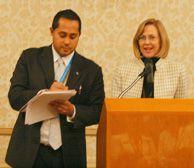 Un intérprete tomando notas