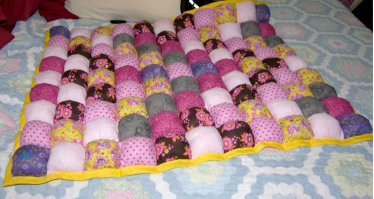 How to Make Puff Quilts, Also Called Biscuit Quilts : photo quilting - Adamdwight.com