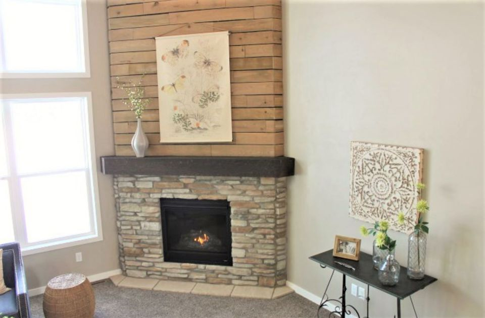 15 diy reclaimed wood and pallet fireplace surrounds fireplace wood pallet upper surround solutioingenieria Gallery