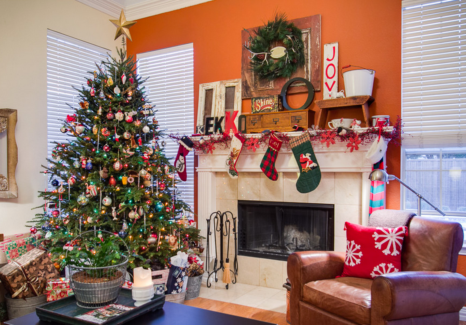 beautiful ways to decorate the living room for christmas -
