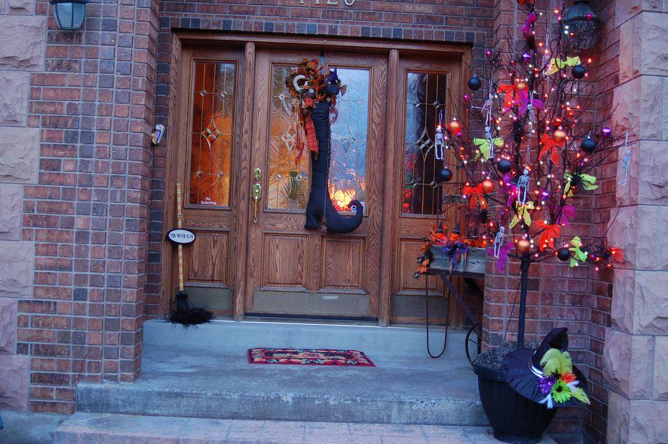 halloween front door decorationsFront Door Decorations for Halloween