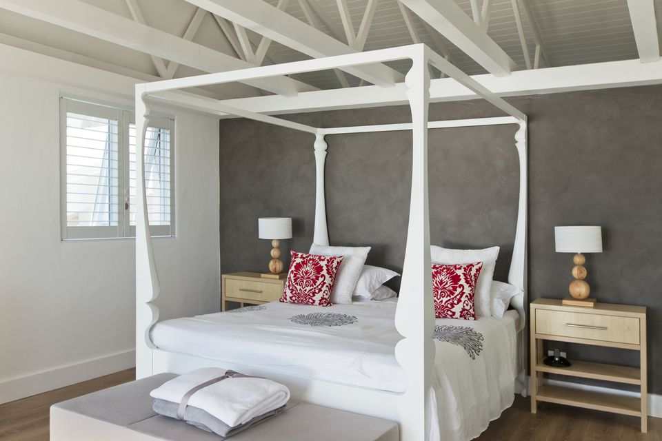 How To Use A Four Poster Bed Canopy To Good Effect: How To Use Scale And Proportion In Interior Design
