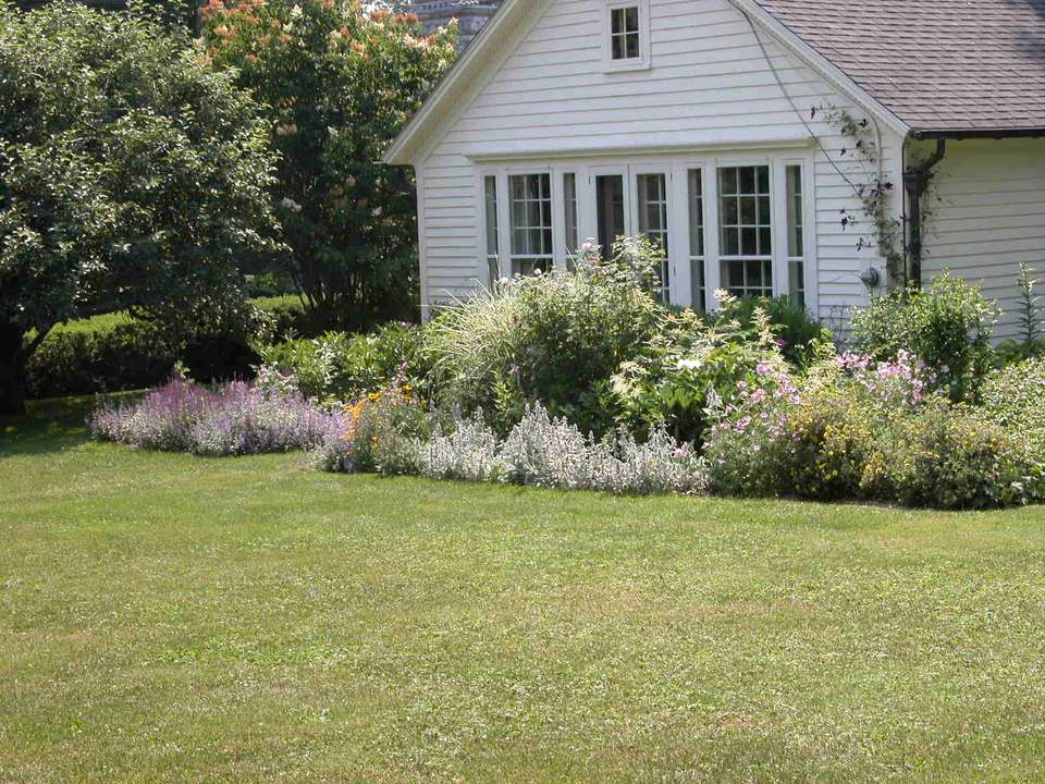 Small Garden Design Examples & Pictures