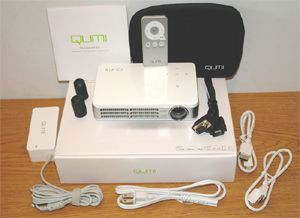 Vivitek Qumi Q2 HD Pocket Projector - Photo of Front View With Included Accessories