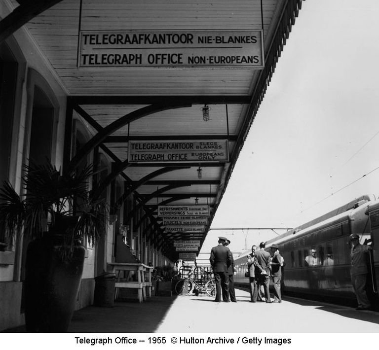 Telegraph Office -- 1955 © Hulton Archive / Getty Images