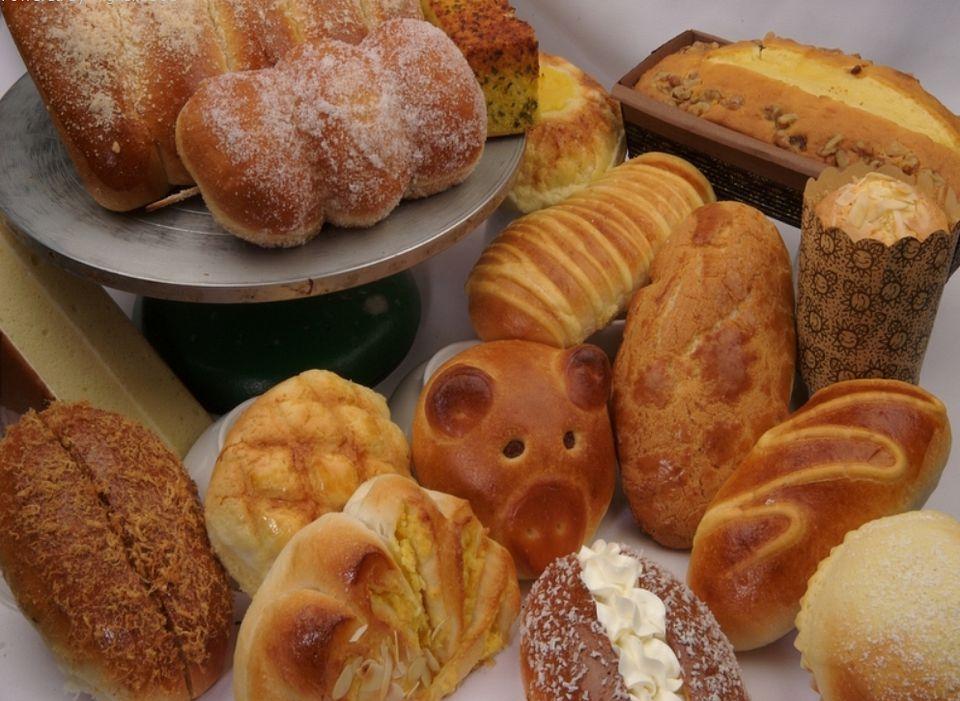 Patisserie Harmonie Bakery is a Montreal Chinatown favorite of mine.