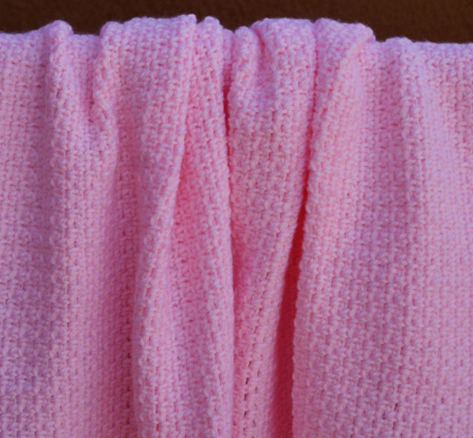 Easy free crochet patterns for beginners pink crochet baby blanket free pattern bankloansurffo Images