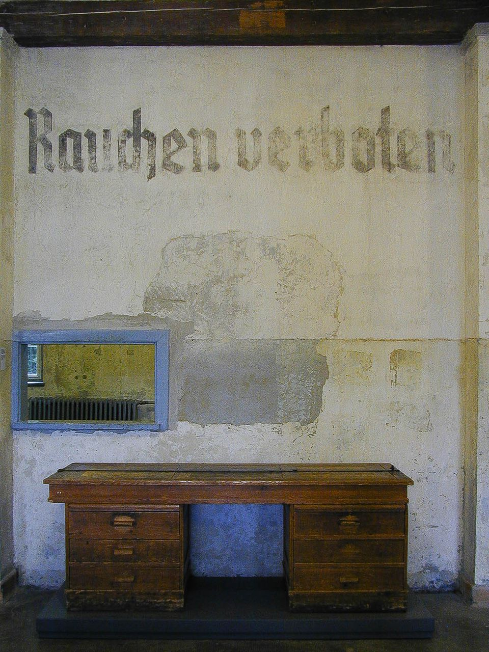 a visitor 39 s guide to the dachau concentration camp. Black Bedroom Furniture Sets. Home Design Ideas