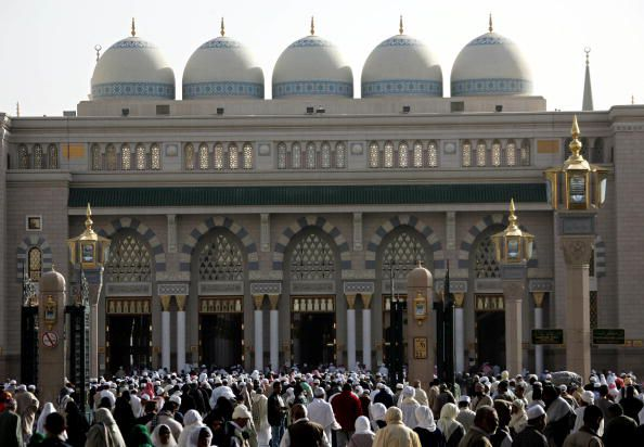 Pilgrims Arrive at Medina Mosque to Begin Pilgrimage to Mecca