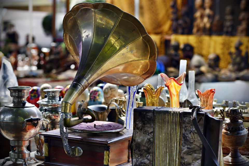 gramophone and art glass at indoor antique show