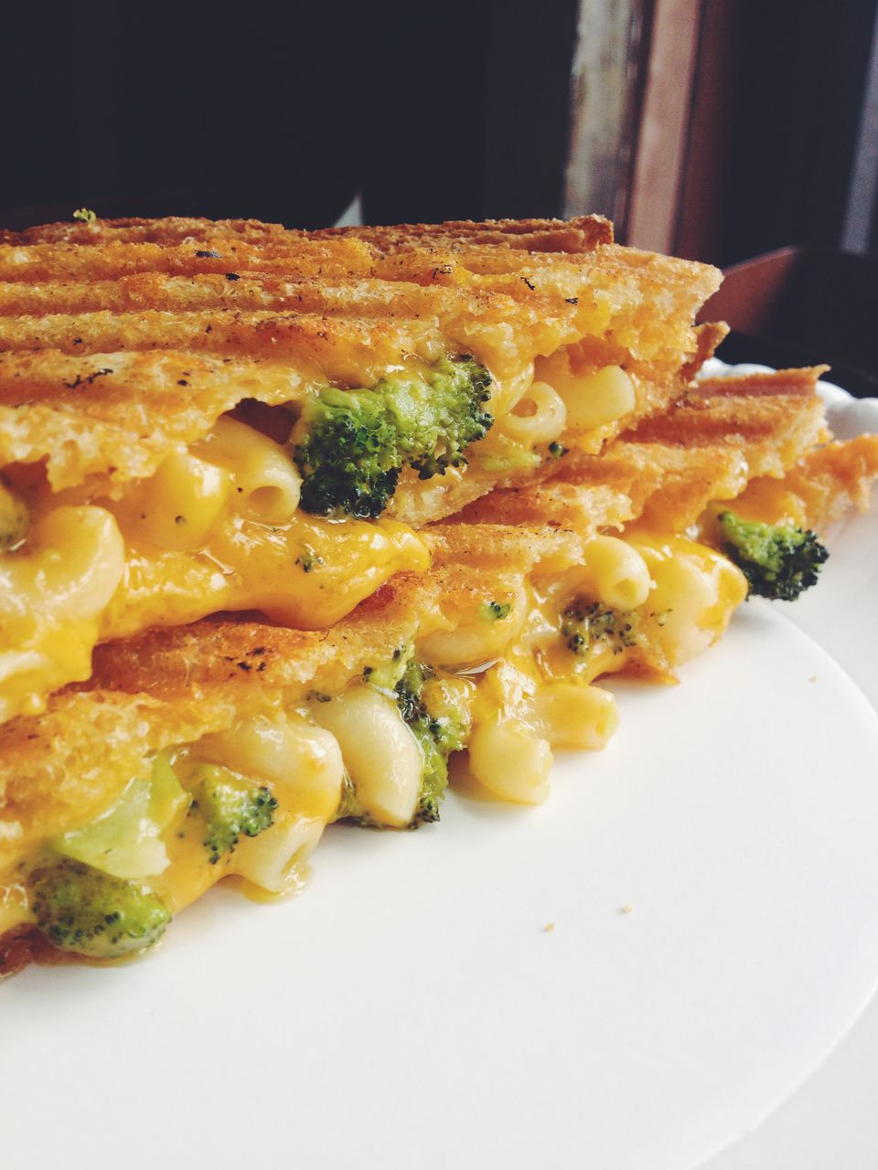 Grilled Macaroni And Cheese Sandwich with Broccoli