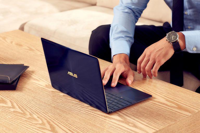 ASUS Zenbook 3 UX390UA 12.5-inch Premium UIltrathin Laptop
