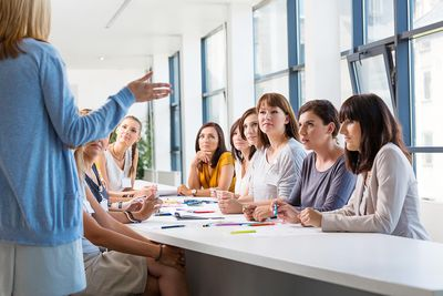 10 ways teachers can communicate effectively Communicating with parents/guardians is one of the biggest responsibilities that a teacher has in their line of work while you have the opportunity to interact.