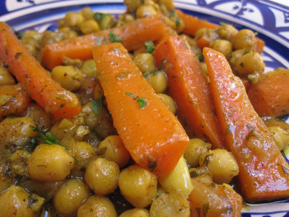 Moroccan recipes using ras el hanout carrot chickpeas vegetariang forumfinder Gallery