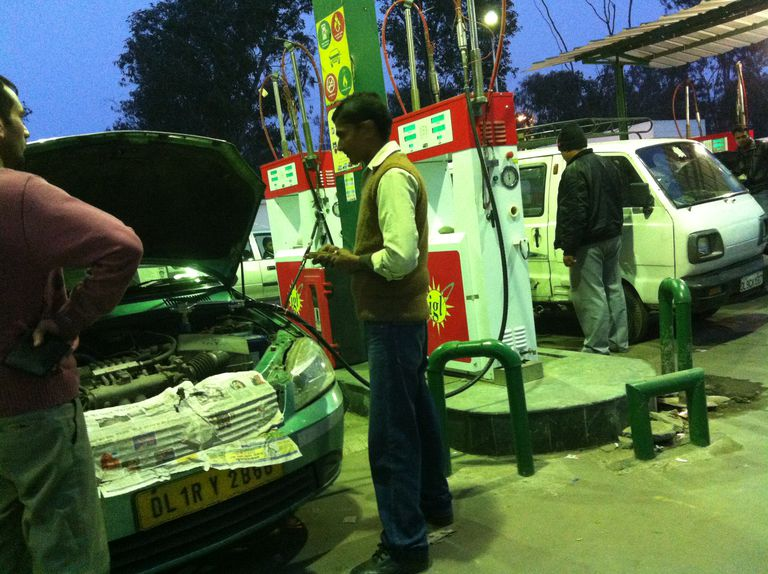 CNG filling station, Delhi