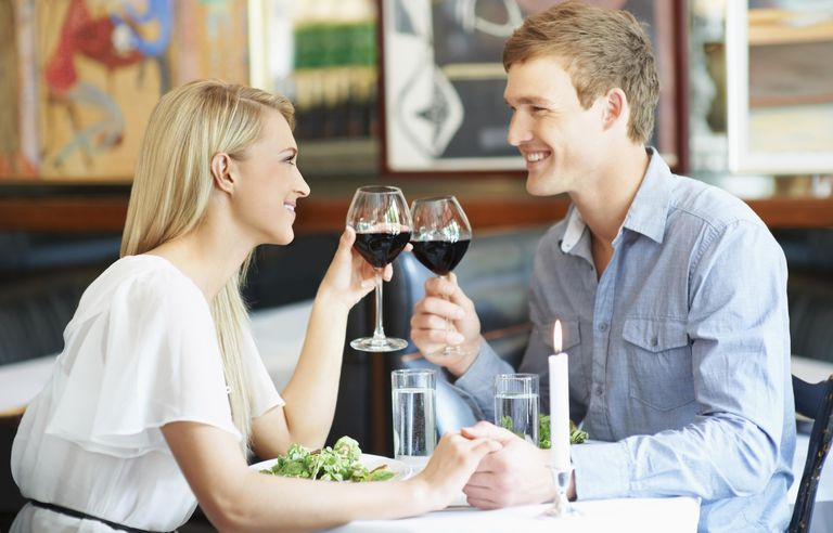 South Africa, Cape Town, Couple drinking wine in restaurant