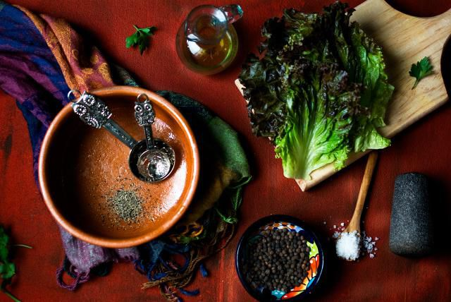 How to Dress Salad Greens with a Peppery #Dressing |