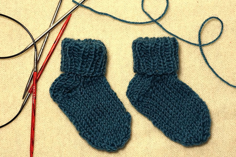 Knitting On Circular Needles For Beginners : How to knit socks with two circular needles