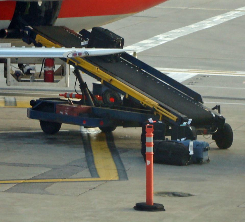 baggage blunders (british airways) essay British airways and british airport authority managing heathrow airport at  london,  but very soon the baggage reclaim system failed leading the  many  errors like little system testing, mechanical failures, technical errors.