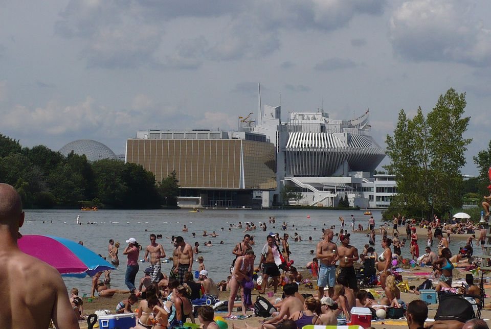 Parc Jean-Drapeau's beach Plage Jean-Doré proposes sun and swimming just minutes from downtown Montreal.