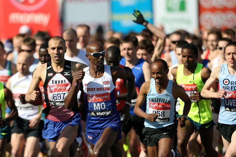 Mo Farah of Great Britain starts the Virgin London Marathon on April 13, 2014 in London, England