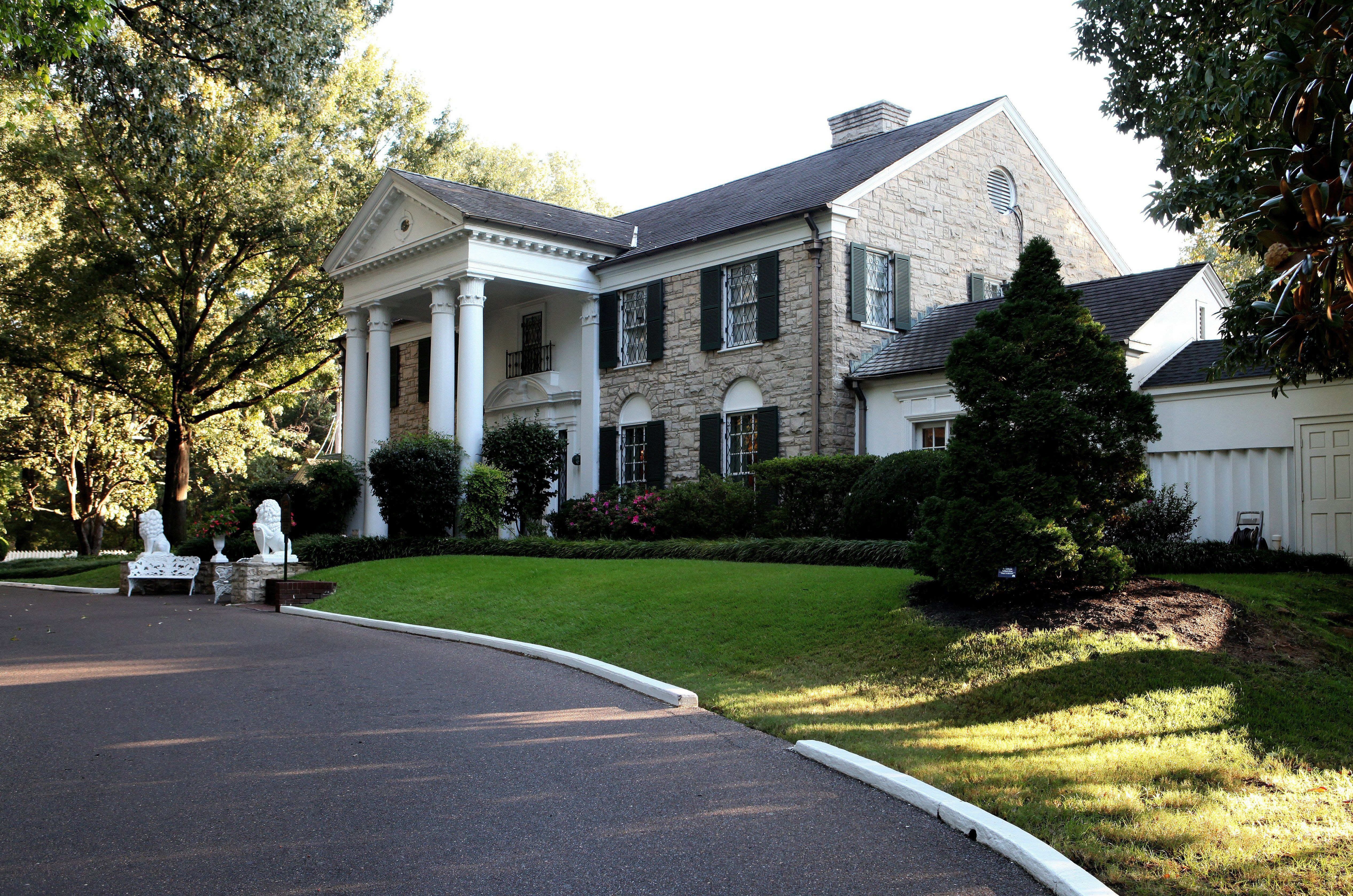 A Look at Graceland Mansion, Home of the King