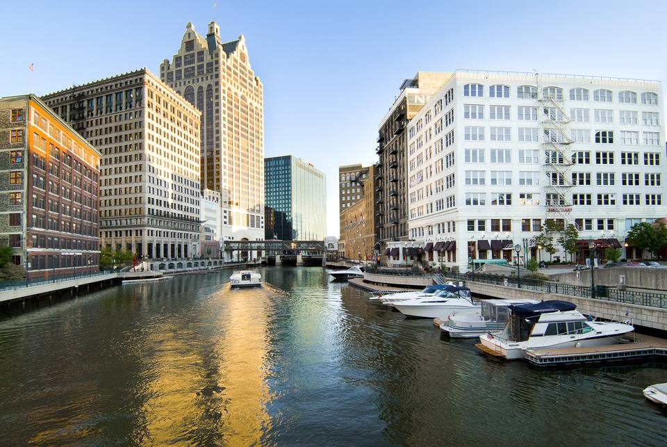 Milwaukee River and River walk