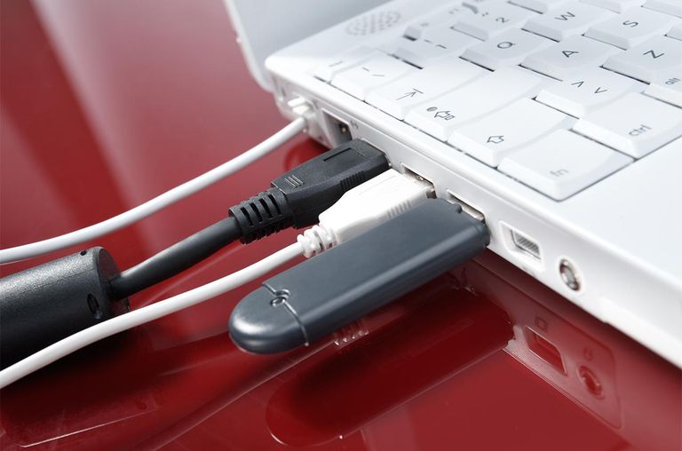 USB cable connection in laptop computer