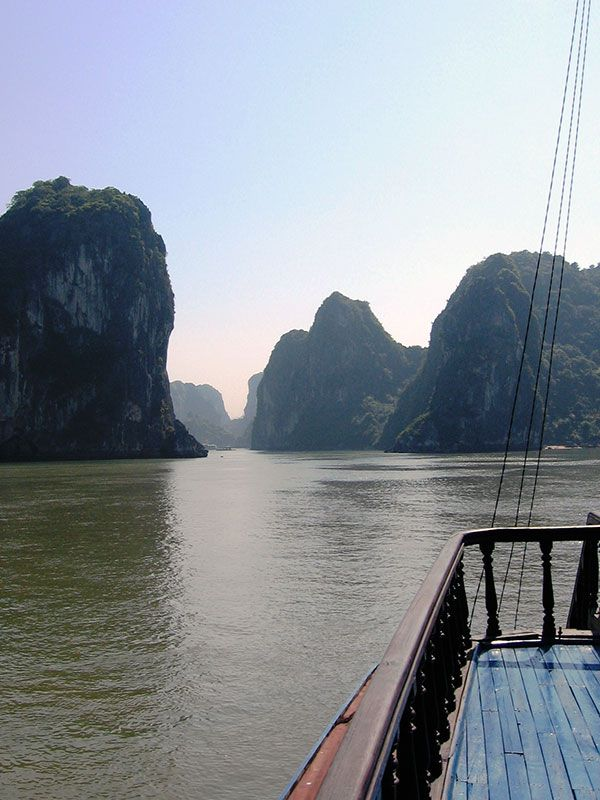 How to Hire a Travel Agency in Hanoi, Vietnam