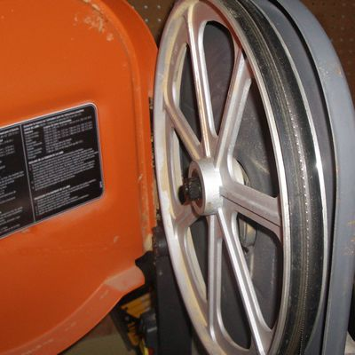 How to properly change band saw blades band saw blade centered on tire greentooth Image collections