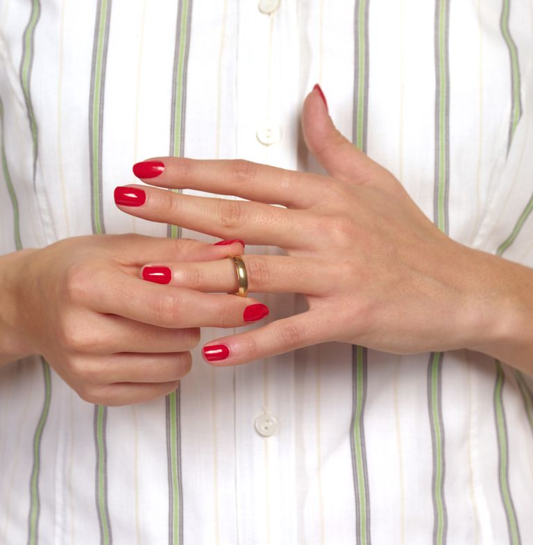 Who keeps jewelry in a divorce?