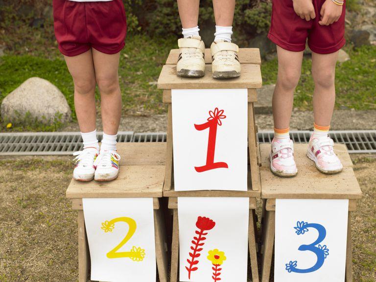 Niños en podium